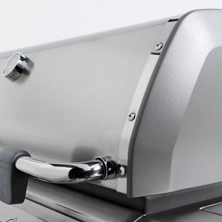 Cast Aluminum Cook Box Incorporated On All Weber Gas Grills