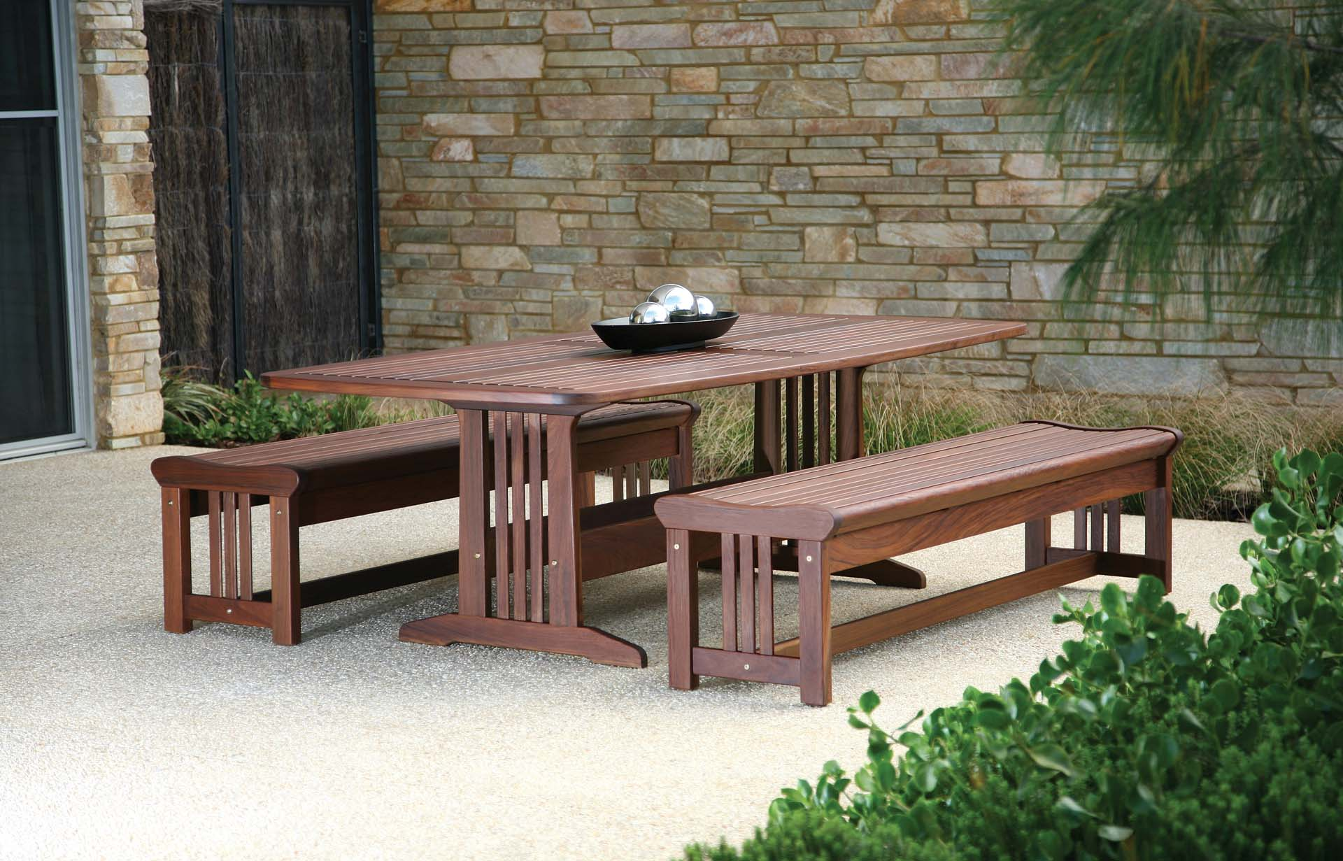 Jensen leisure bunbury table with lincoln bench group for Outdoor furniture bunbury