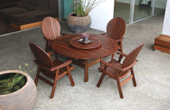 Jensen Leisure Derby Table with Fanback Chair Group