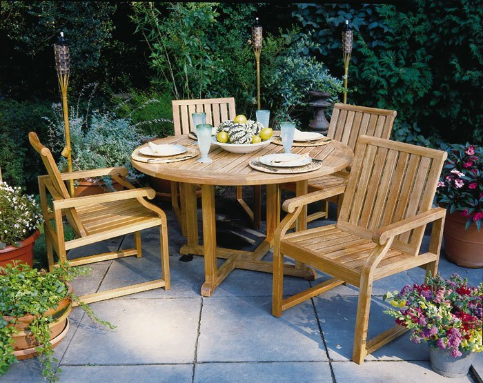 Kingsley Bate Nantucket Dining Arm Chairs Shown With Essex 50 Round Table 2