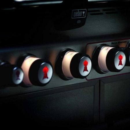 Lighted Control Knobs On All Weber Summit Gas Grills
